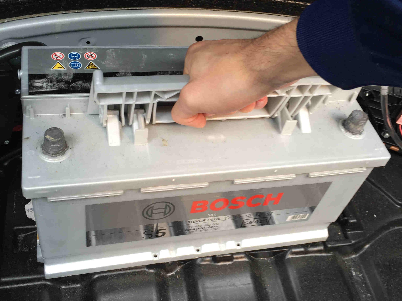 batteriewechsel_mercedes_w211_9