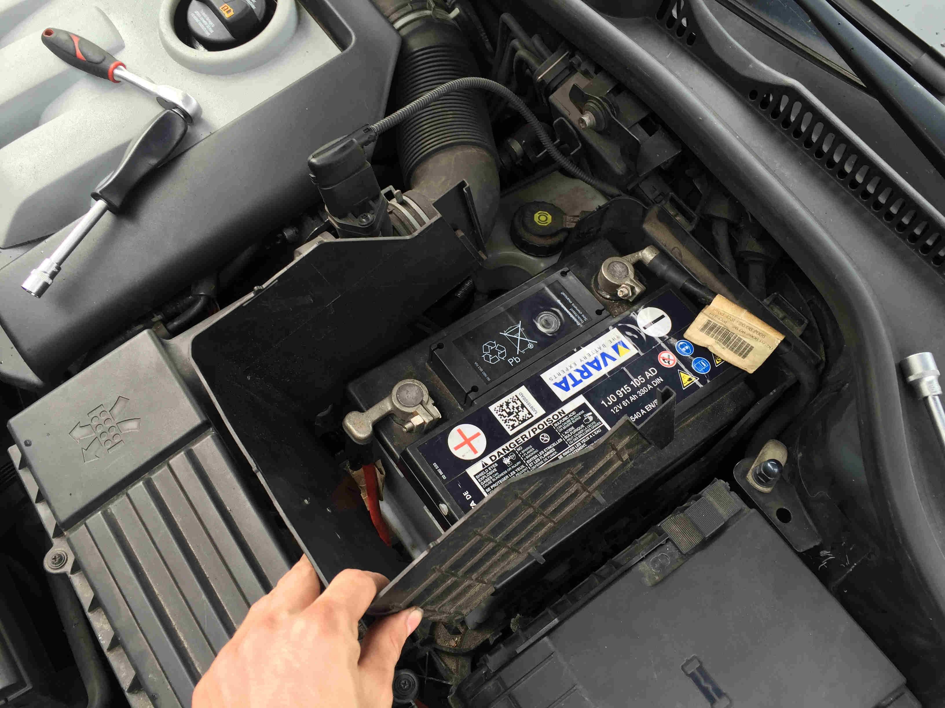 Golf5_Batterie_wechseln_13
