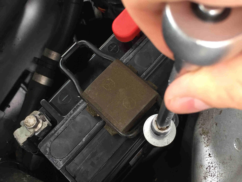 stuetzbatterie-mercedes_24