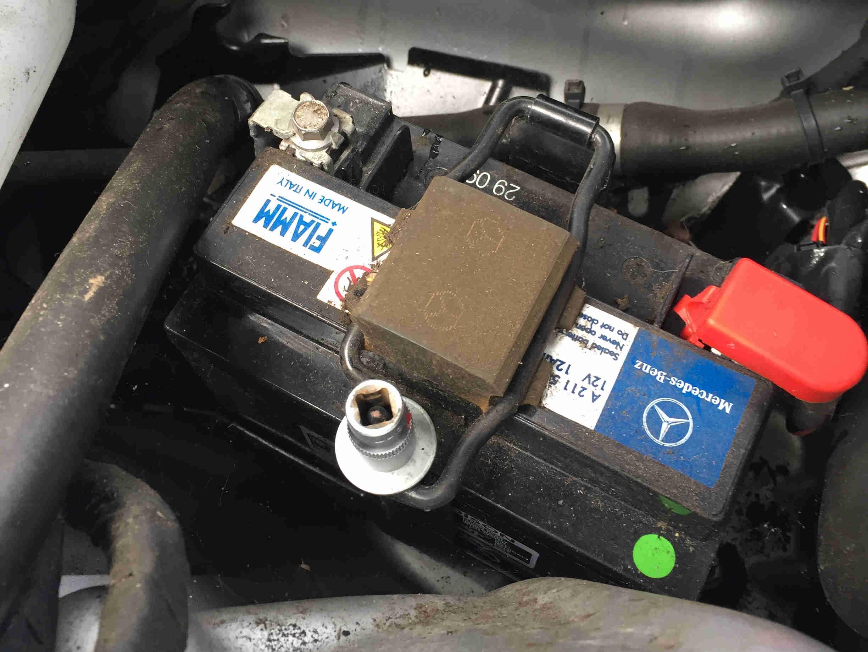 stuetzbatterie-mercedes_4